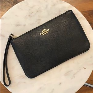 NWT!! Black with Gold {{Coach)) Wristlet
